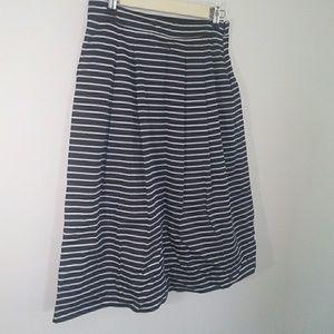 Tommy Hilfiger Modest Length w/Pockets Skirt Sz 4